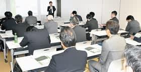 行政担当者や建設業者らが、官民連携手法の仕組みについて理解を深めたセミナー