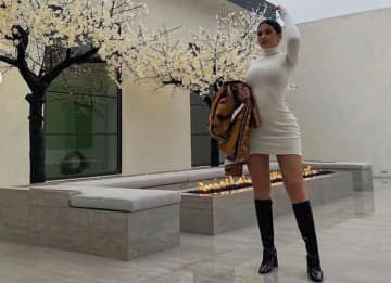 Kylie Jenner Celebrates Thanksgiving At Getaway House In Palm Springs