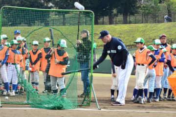 野球教室で指導する清原和博氏【写真:編集部】