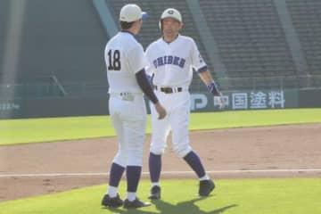 ほっともっとフィールド神戸で行われている草野球の試合に出場したイチロー氏【写真:橋本健吾】