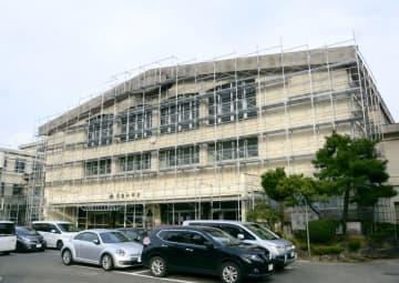 1961年に建てられた校舎がある福井県福井市の明倫中学校。現在も安全対策工事が行われている