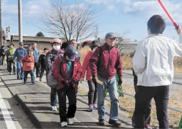 津波浸水想定区域からの徒歩による避難を訓練する説明会出席者