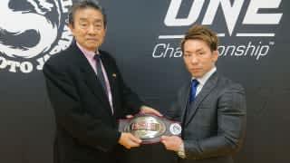 11月30日、修斗世界王者のベルトを返上した猿田洋祐