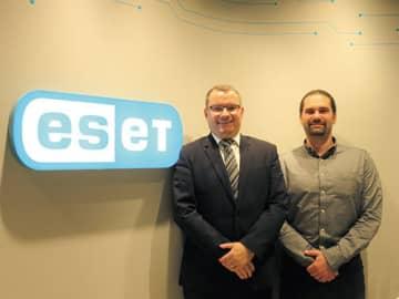 ESET本社のユライ・マルホCTO(右)とESET ASIAのルーカス・ラスカCOO
