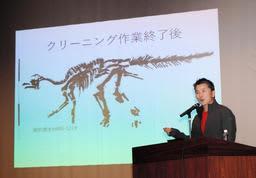 「むかわ竜の最新研究」をテーマに講演する小林快次教授=丹波市山南町谷川
