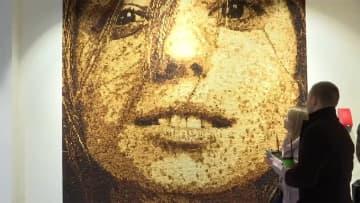 パン約4万個使用 巨大モザイク画 完成まで約1カ月半 画像