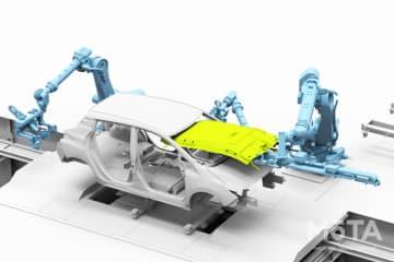 日産 次世代のクルマづくりコンセプト「ニッサン インテリジェント ファクトリー」発表 ヘッドライニング組み付け(自動)