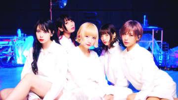 CY8ER、オーディオブランド『AVIOT』ウェブCM出演!「東京ラットシティ」MVと連動した内容に