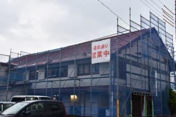 災害の爪痕が残る中、営業を続ける旅館=2日、南房総市千倉町