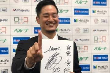 契約更改を行った西武・平井克典【写真:安藤かなみ】