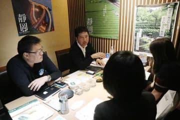 日本料理店「天晴」で静岡県の各社とバイヤーが試食をしながら商談に臨んだ=3日、台北(NNA撮影)