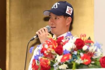 新入団選手発表会に臨んだヤクルトのドラフト2位・吉田大喜【写真:小倉元司】
