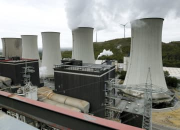 ドイツ西部で稼働する石炭火力発電所=2018年9月(ロイター=共同)