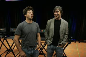 米グーグル創業者のブリン氏(左)とペイジ氏=2008年9月、米カリフォルニア州(AP=共同)