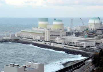 南海トラフ地震の臨時情報が発表された後も運転される見通しの四国電力伊方原発=2日午後、伊方町九町