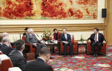 楊潔篪氏、米外交政策評議会代表団と会見 香港問題で中国の立場表明