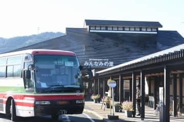 実証運行が始まった日東交通のバス=千葉県鴨川市「みんなみの里」(鴨川市提供)