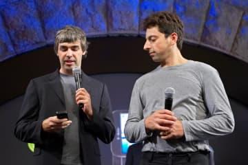 米グーグル創業者のペイジ氏(左)とブリン氏=2008年9月、米ニューヨーク(ロイター=共同)