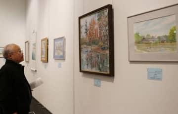絵画や写真の力作が並ぶ「市民美術展」