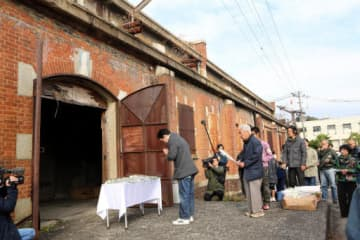 広島県が原案で外観保存する方針を示した旧陸軍被服支廠の1号棟(1日、広島市南区)