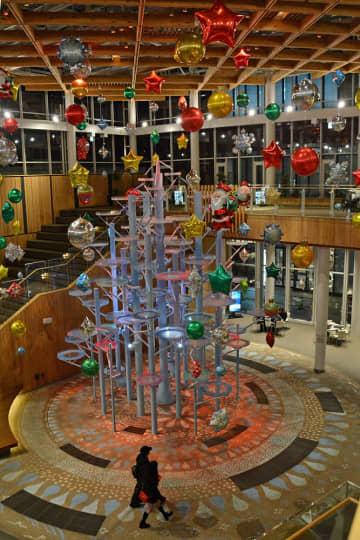 クリスマスモチーフのバルーンデコレーションが飾られた「マチニワ」