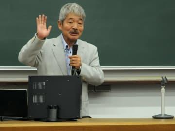 2014年8月、京都大で講演する中村さん。講演などで京都へもしばしば訪れた