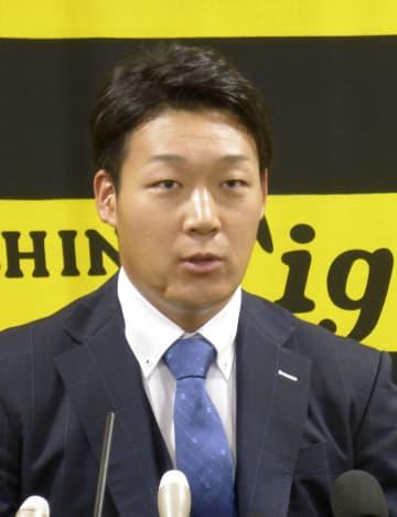 契約更改を終え、来季の目標を掲げる阪神の大山=5日、兵庫県西宮市の球団事務所