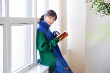 写真は、12月の「セブンネット読書女子」を担当する深川麻衣さん