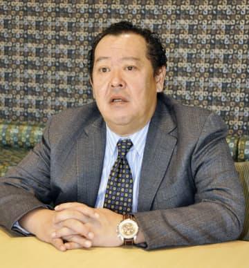 インタビューに答えるアマゾンジャパンのジェフ・ハヤシダ社長