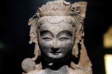 端正な表情が魅力 穴蔵から見つかった精巧な仏像たち 山東省