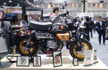 APホンダが「第36回タイ国際モーターエキスポ」で発売したモンキーのドラゴンボール限定モデル=11月28日、タイ・ノンタブリ県(NNA撮影)