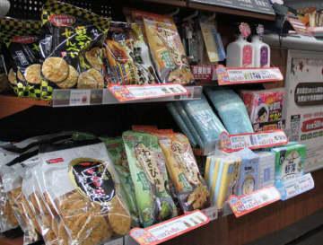 ハイライフは域内1,100店舗で秋田県産米菓のコーナーを設置した=5日、台北(NNA撮影)