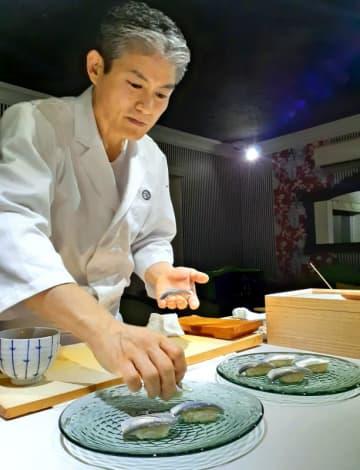 ミシュラン二つ星の寿司を盛るガラス皿 意外な原料は 沖縄2企業が開発