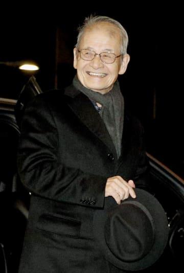 ストックホルムのホテルに到着した、ノーベル化学賞に決まった吉野彰・旭化成名誉フェロー=5日(共同)