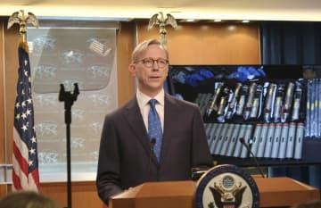 イランでの反政府デモについて記者会見する米国務省のフック・イラン担当特別代表=5日、米ワシントンの国務省(共同)