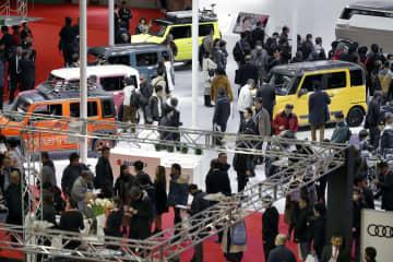 大阪市のインテックス大阪で開幕した「大阪モーターショー」=6日午前