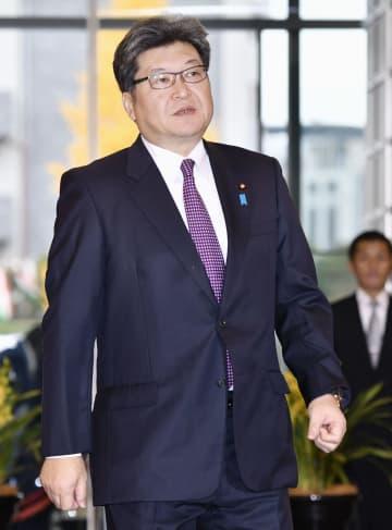 首相官邸に入る萩生田文科相=6日午前