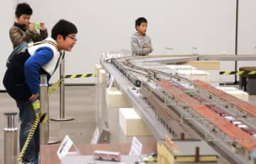 愛好家が作った鉄道模型の展示、走行会=県立歴史博物館