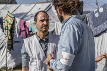 レスボス島モリアを訪問する、MSF会長のクリストス・クリストゥ © Anna Pantelia/MSF