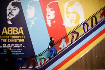 スウェーデンの人気ポップグループABBAの軌跡をたどる特別展「ABBA: Super Troupers The Exhibition」がロンドンで始まる。写真は5日撮影。 - (2019年 ロイター/Lisi Niesner)
