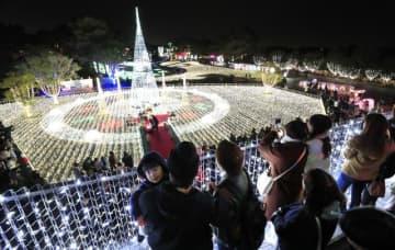 約100万個の電球が園内を華やかに彩った「イルミネーション・フラワー・ガーデン」=6日午後、宮崎市山崎町・フローランテ宮崎
