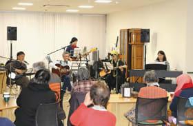 お年寄りたちの耳を楽しませた「メールハート」の音楽会
