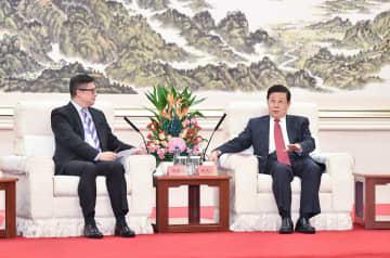 趙克志氏、香港警務処処長と会見 暴力・混乱阻止と秩序回復強調