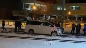 「間違って入った」飲酒運転で線路ふさぎ列車に遅れ 無職の69歳男逮捕 北海道小樽市
