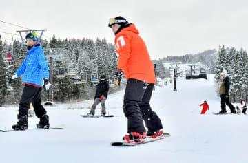 昨年の営業開始時のスキージャム勝山=2018年12月15日、福井県勝山市