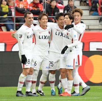 名古屋-鹿島、前半43分、相手のオウンゴールで先制し喜ぶ鹿島イレブン=豊田スタジアム、吉田雅宏撮影