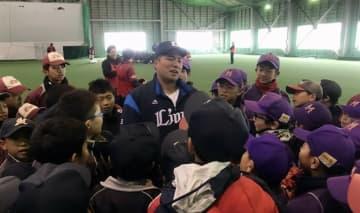 西武山川、母校初の金メダリストに 富士大で野球教室