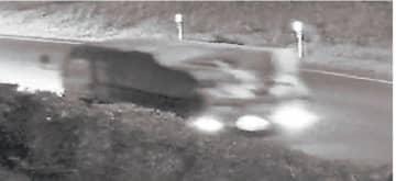 防犯カメラに写った不審なトラック。荷台に何かが積まれている様子が見える=11月17日午後10時半ごろ、大洗町成田町