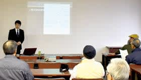 松田学芸員の講演を通し縄文文化について理解を深める参加者