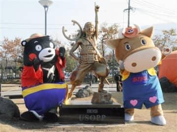 ウソップの像、JR阿蘇駅前にお目見え ルフィ、サンジに続き熊本県内3体目